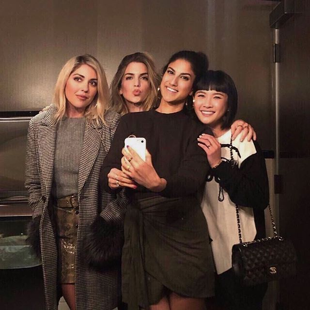 When the bathroom lighting is lit. 💡 #GNO #ImOnMyTiptoes