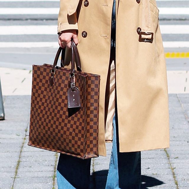 Having a hard time choosing which workbag works better. Are you more @louisvuitton or @gucci? 💼 💼 🤷🏻♀️