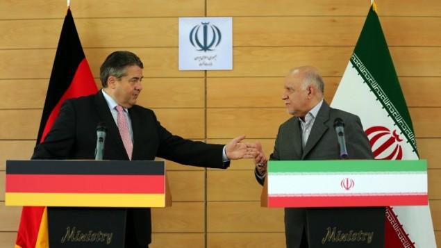 German Economy and Energy Minister Sigmar Gabriel (L) speaks alongside Iranian Oil Minister Bijan Namdar Zanganeh during a press conference in Tehran on July 20, 2015. (Atta Kenare/AFP)