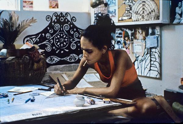"""Arundhati Roy dans le film """"In Which Annie Gives It Those Ones"""" pour lequel alle avait été récompensée en 1989 Photo Pankaj Rakesh"""