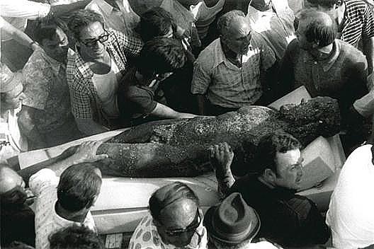 Il ritrovamento delle statue il 16 agosto   1972