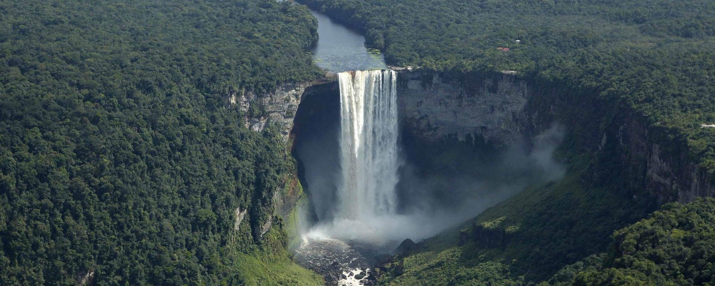 Les chutes du Kaieteur, Guyane