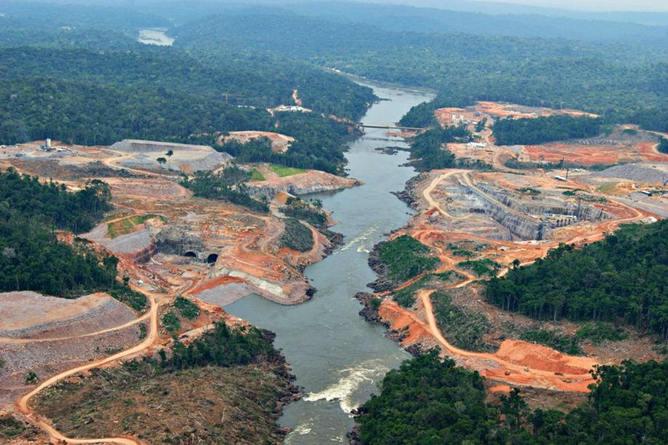 Construction of the São Manoel Dam in the Brazilian Amazon.     International Rivers/Flickr , CC BY-NC-SA