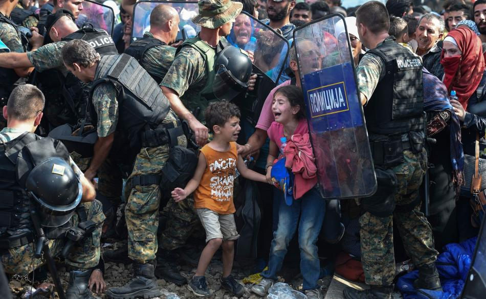 A la frontière Macédonienne en 2015 © GEORGI LICOVSKI/epa/Corbis