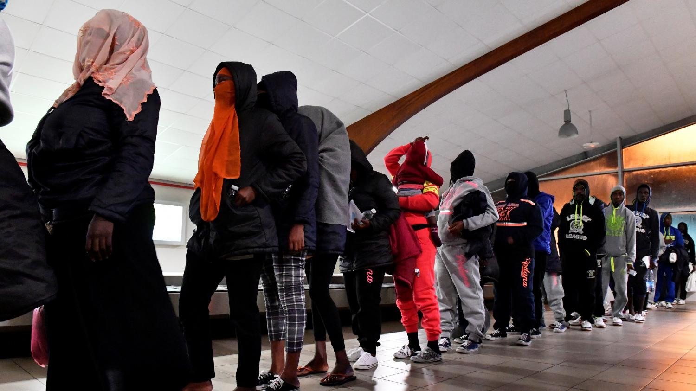 Des migrants ivoiriens rapatriés de Libye à l'aéroport d'Abidjan