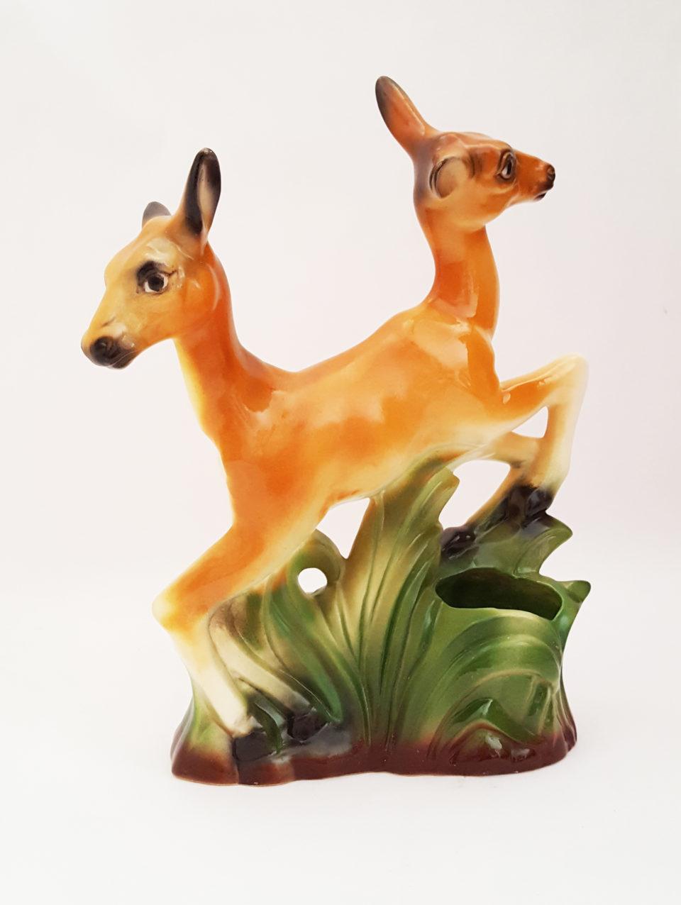 Les-figurines-d-animaux-surrealistes-de-Debra-Broz-5-biche.jpg