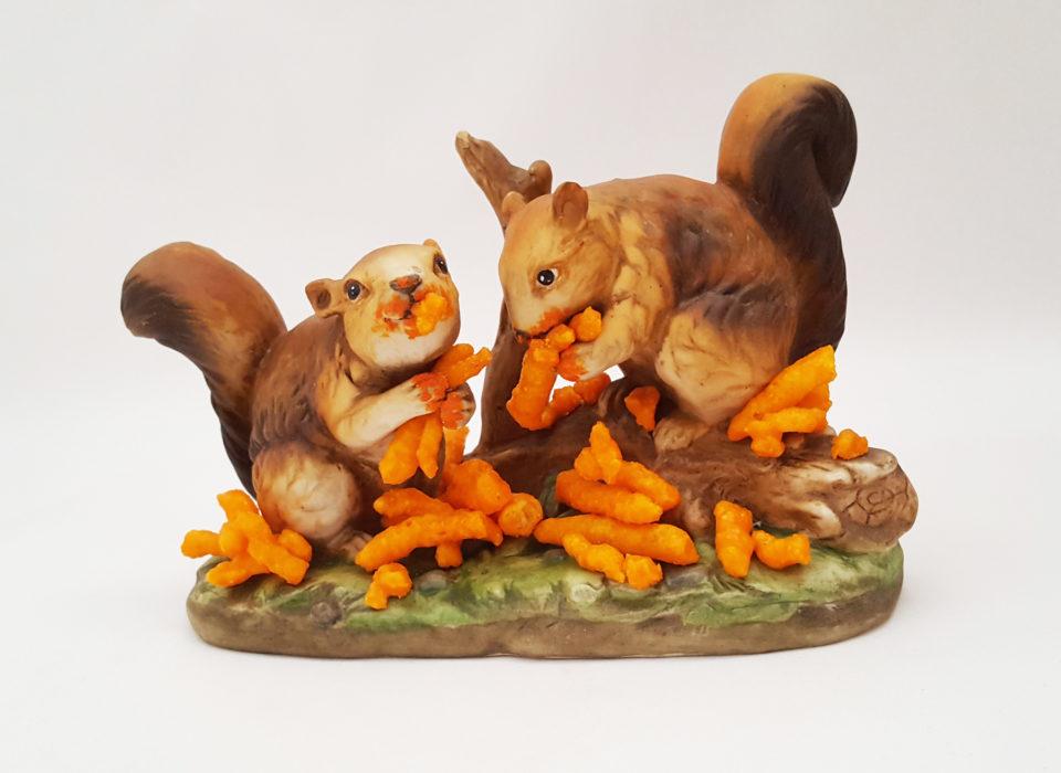 Les-figurines-d-animaux-surrealistes-de-Debra-Broz-9-ecureuil.jpg