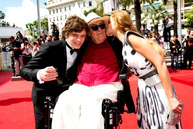 Bernardo Bertolucci à Cannes pour son dernier film Moi et Toi, entouré de Jacopo Olmo Antinori et Tea Falco. Photo F. Dupuy / SIPA