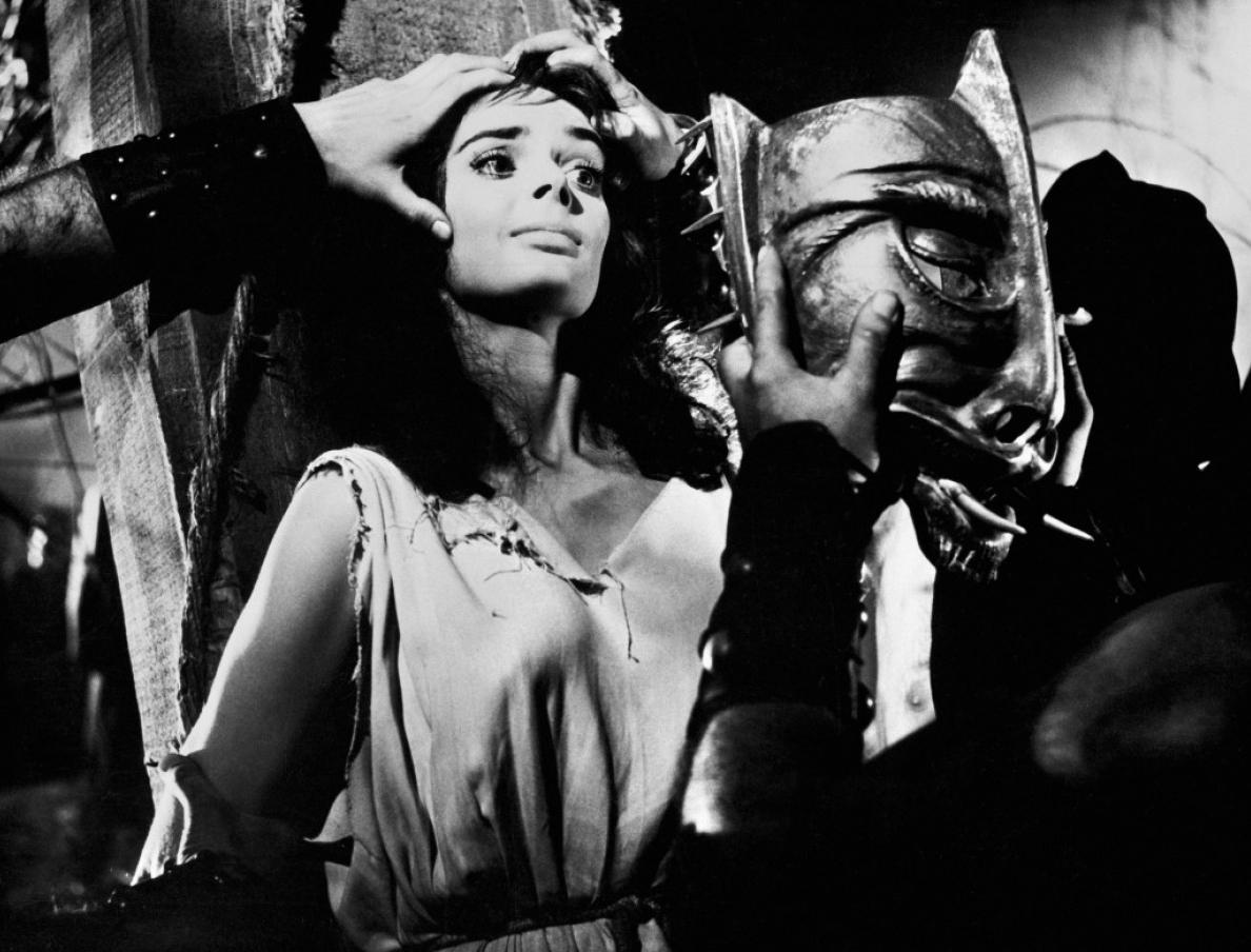 Luc Chomarat dévoile son étonnant top ten cinématographique - Cinéma | On sait grâce au Rob Fleming de Nick Hornby (« Haute fidélité », 1995) qu'il n'est guère de choses plus sérieuses que l'établissement d'une bonne liste des meilleures chansons, dans l'absolu et en fonction de circonstances ou d'objectifs particuliers. C'est à la concoction de celle des « Dix meilleurs films de tous les temps » que s'attelle le narrateur du sixième texte de Luc Chomarat. Ozu, Bava et Argento comme étranges piliers d'une quête cinéphilique oscillant follement entre humour absurde et sérieux académique.