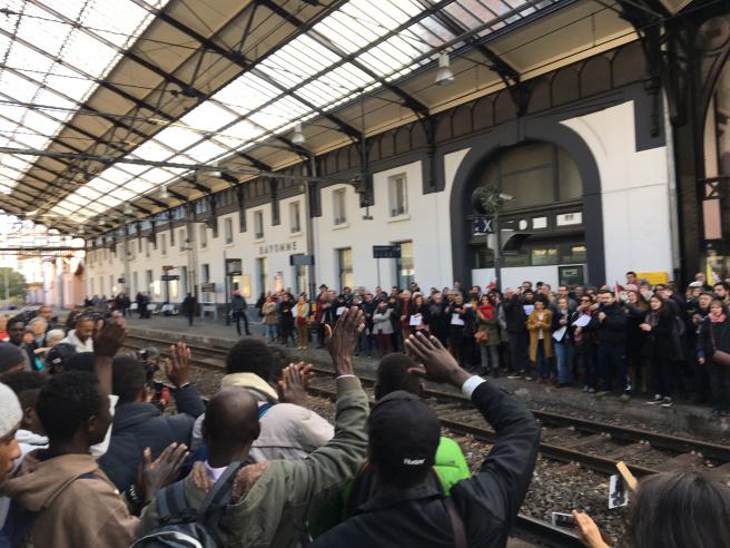 À Bayonne, vingt et un migrants arrachés à leurs accueillants pour être renvpyés en Italie. Photo  ERIC SCHULTHESS