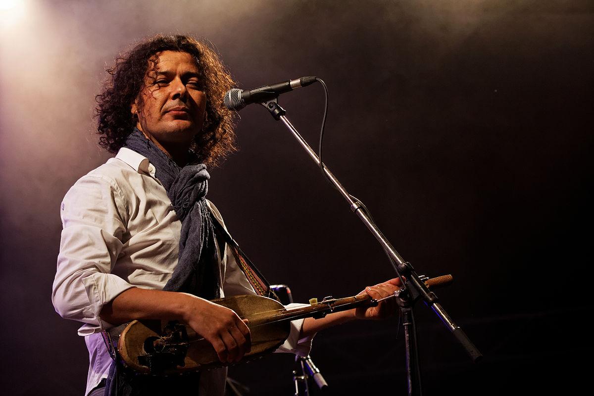 Aziz_Sahmaoui_&_University_of_Gnawa_-_Festival_du_bout_du_monde_2012_-_019.jpg