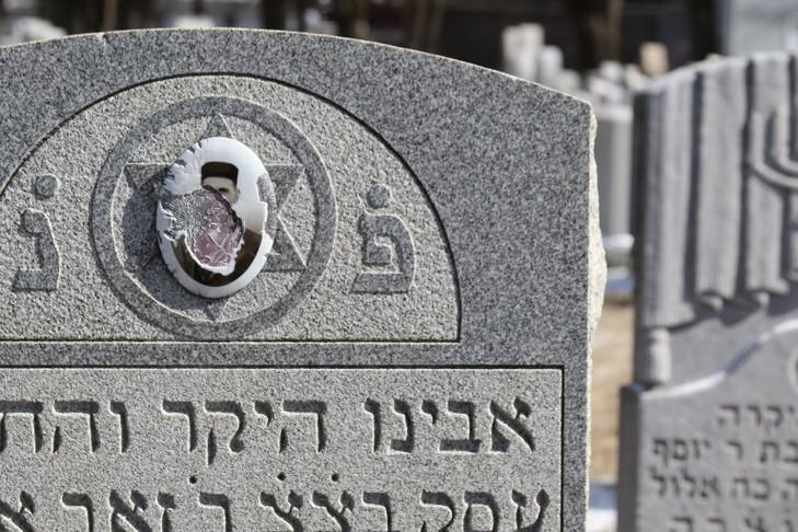 La machine antisémite : comment la faire bégayer (avant d'en enrayer le moteur) -