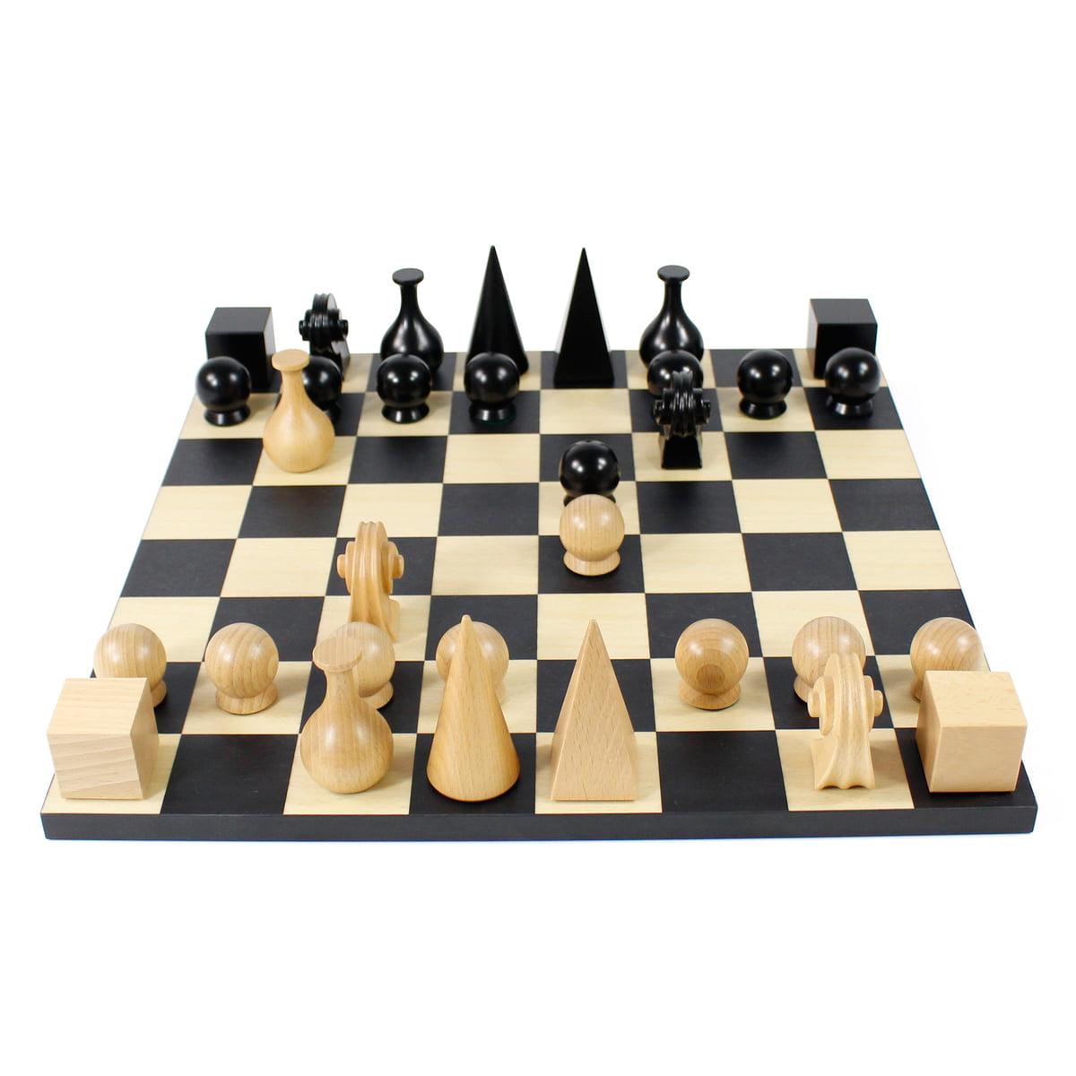 Klein-More-Man-Ray-Schachbrett-und-Figuren-2.jpg