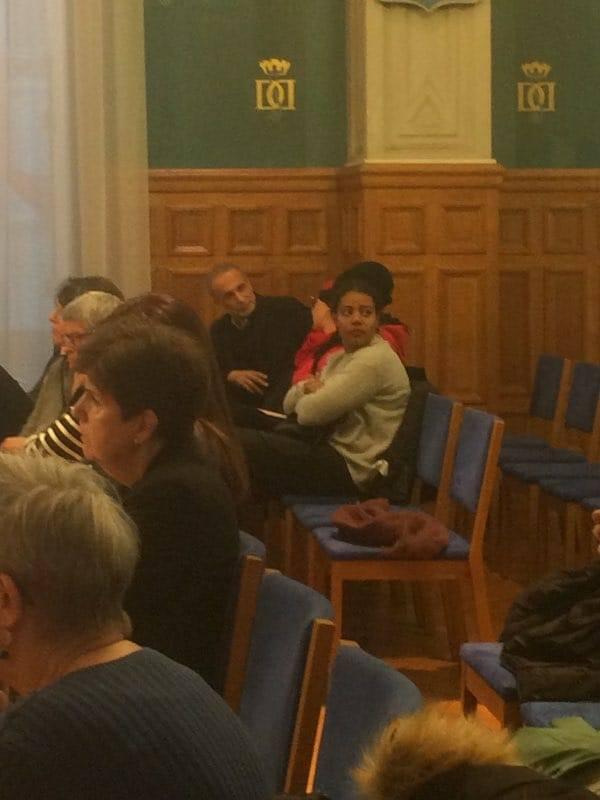 Tariq Ramadan, toujours mis en examen pour viol dans deux dossiers et sous contrôle judiciaire, a été aperçu hier soir à Saint-Denis lors d'une réunion «contre les violences faites aux femmes au quotidien», qu'il a refusé de quitter comme le lui demandaient des femmes présentes et la maire de la ville, en charge de l'animation du débat.