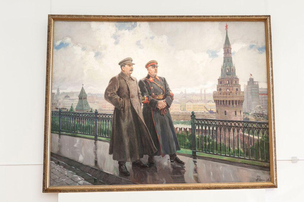 Staline et Voroshilov au Kremlin après la pluie,     peint par Mikhaylovich
