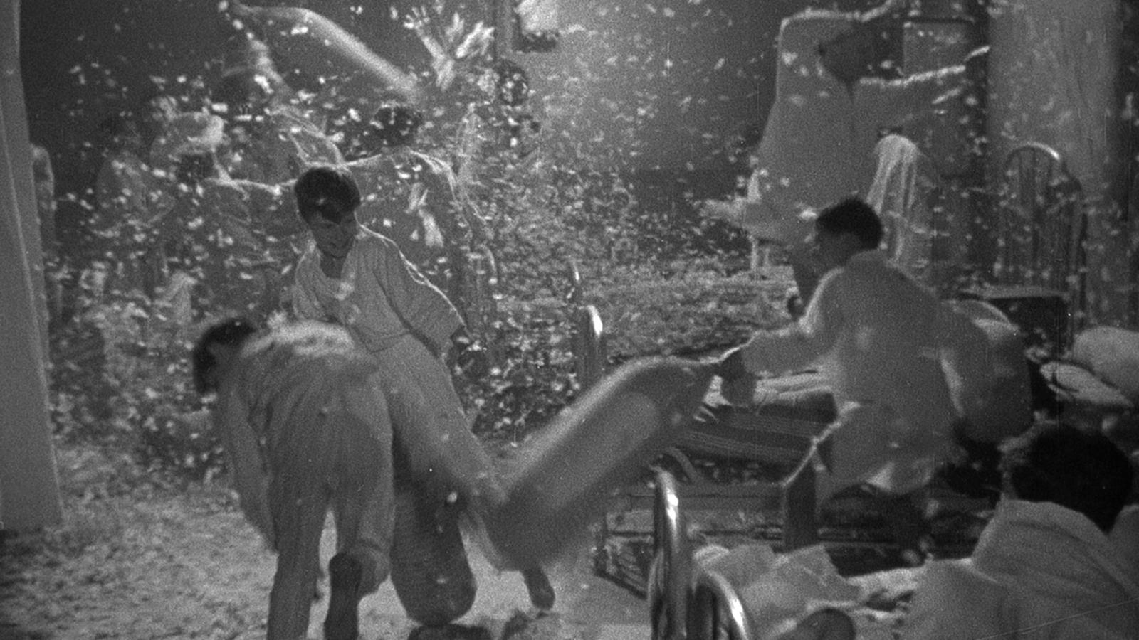 """Ce photogramme du """"Zéro de conduite"""" de Jean Vigo a été ajouté au texte par l'équipe de L'Autre Quotidien."""