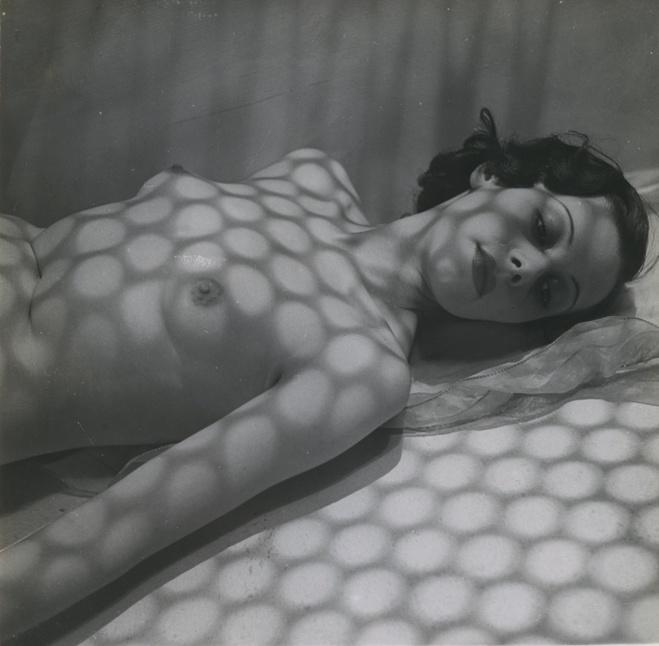 Pierre Boucher,  Nu avec ombres, 1936   Tirage gélatino-argentique d'époque — 17,9 × 17,9 cm © Jean-Louis Boucher / Courtesy Les Douches la Galerie, Paris