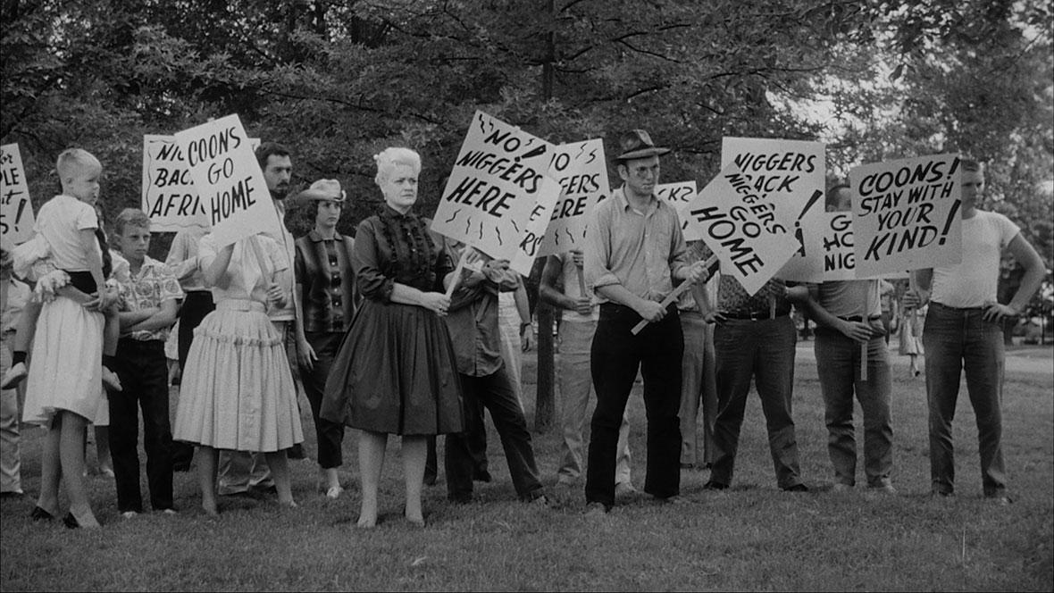 """Les Figurants de """"The Intruder"""" © 1961 LOS ALTOS PRODUCTIONS, INC. Tous droits réservés."""