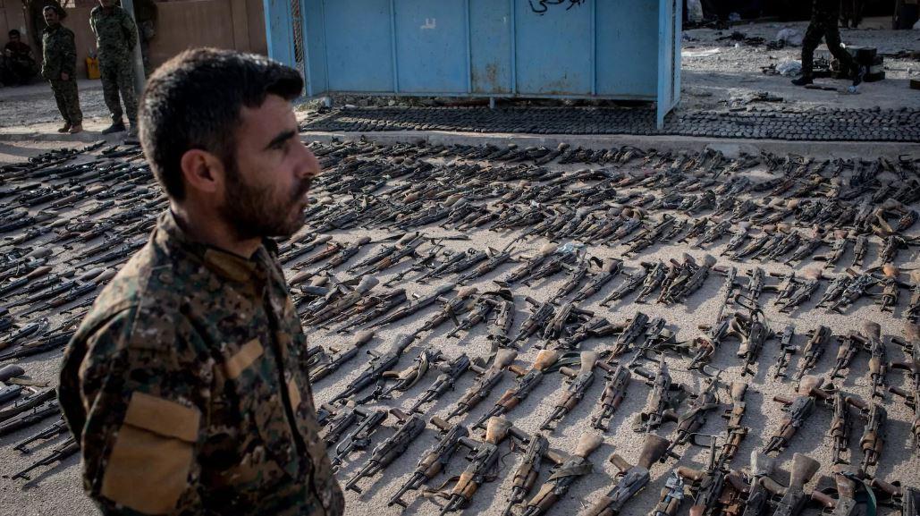 Baghouz - les armes prises à Daech.