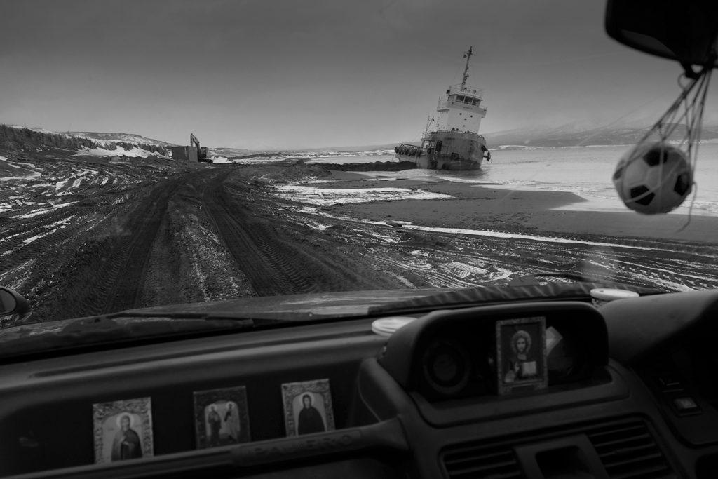 Iturup Island , Sahlain region, 2016  © Oleg Klimov. Toute la semaine, nous vous présenterons le travail d'un des photographes réunis dans le programme  CloseUp Russia , qui se fixe comme objectif de documenter la vie quotidienne en Russie.