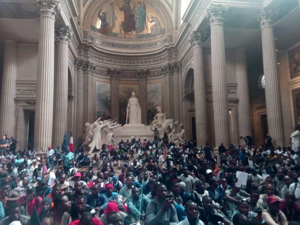 Photo via le   Collectif La Chapelle Debout