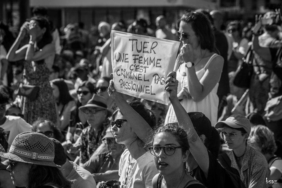 Photo bsaz.     Stop aux féminicides - Place de la République - Paris   . A Paris, les collectifs contre les violences faites aux femmes ont manifesté place de la République. Un rassemblement pour dénoncer les féminicides, et exhorter le gouvernement à protéger les femmes.