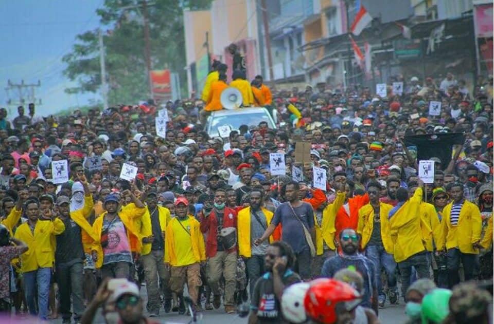 En Papouasie, province annexée par l'Indonésie, de grandes révoltes populaires ont éclaté.