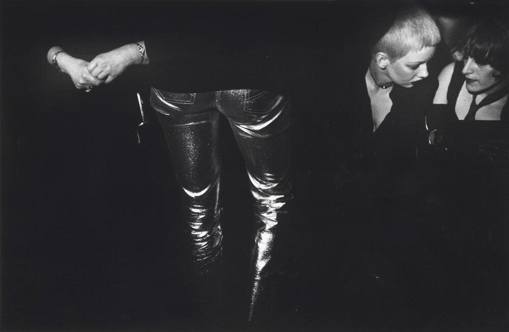 © Karen Knorr and Olivier Richon  Roxy from The Punk Series, 1976. Un travail à découvrir sur  le site de la Tate Gallery .