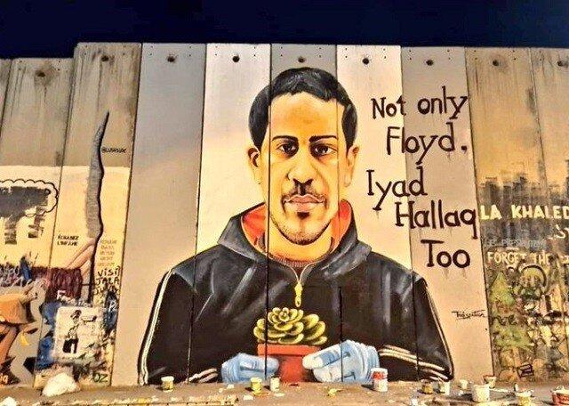 """""""Pas seulement George Floyd. Iyad Hallaq aussi"""": sur mur d'apartheid, près de Bethléem. Sur Iyad Hallaq, lire :    Iyad Al-Hallaq, jeune Palestinien autiste tué par les forces israélienne, symbole de l'« impunité » et du racisme."""