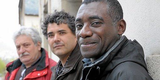 Patrick Tiagoné, enseignant d'allemand, de Côte d'Ivoire, attend encore son 'titre de séjour'. Liridona-RESF48 militent pour qu'il ne soit pas déporté et puisse rester en France.