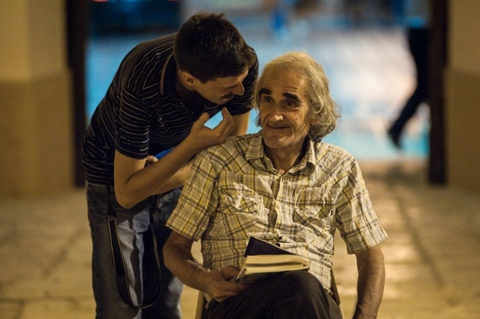 Biagio Lieti shares a word with Livio Sossi, one of the authors invited to the festival  Parlate di luce.  Photo ©  Dino Maglie