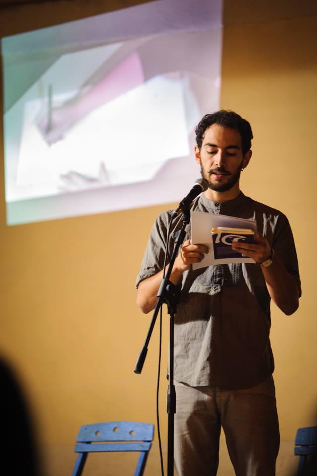 Marco Inguscio recites his prose poems, as Azzurra Cecchini illustrates his words in the background. Photo ©  Dino Maglie