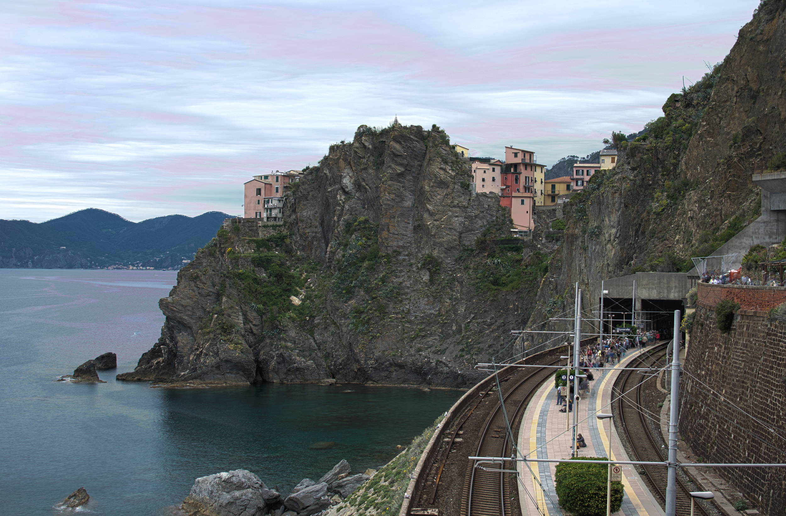 rail_cliff_HDR2.jpg