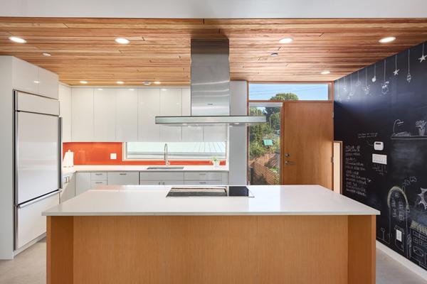 poonli kitchen.jpg