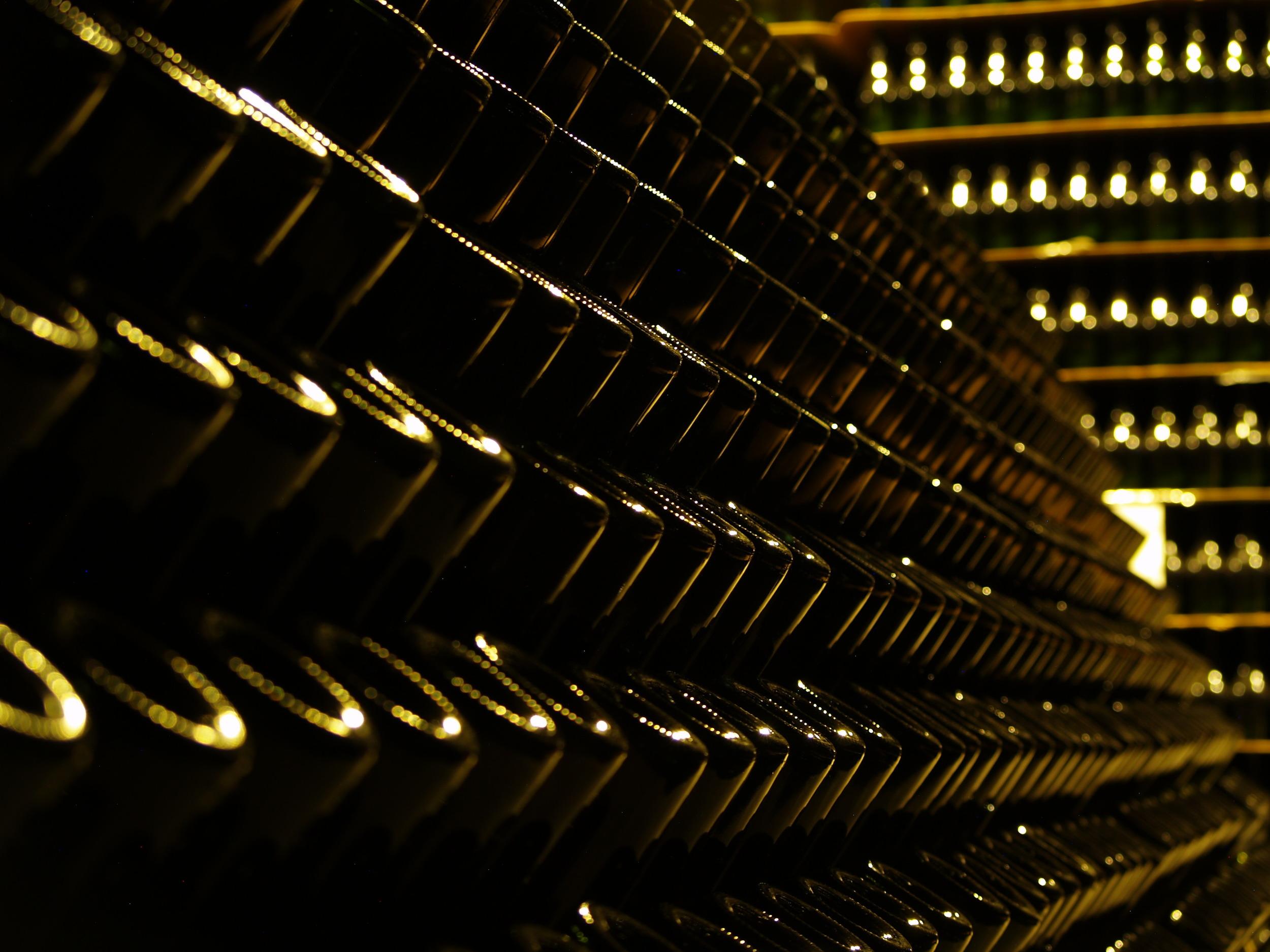 Los espumantes en su segunda fermentación en botella, según el método tradicional de elaboración de estos vinos.