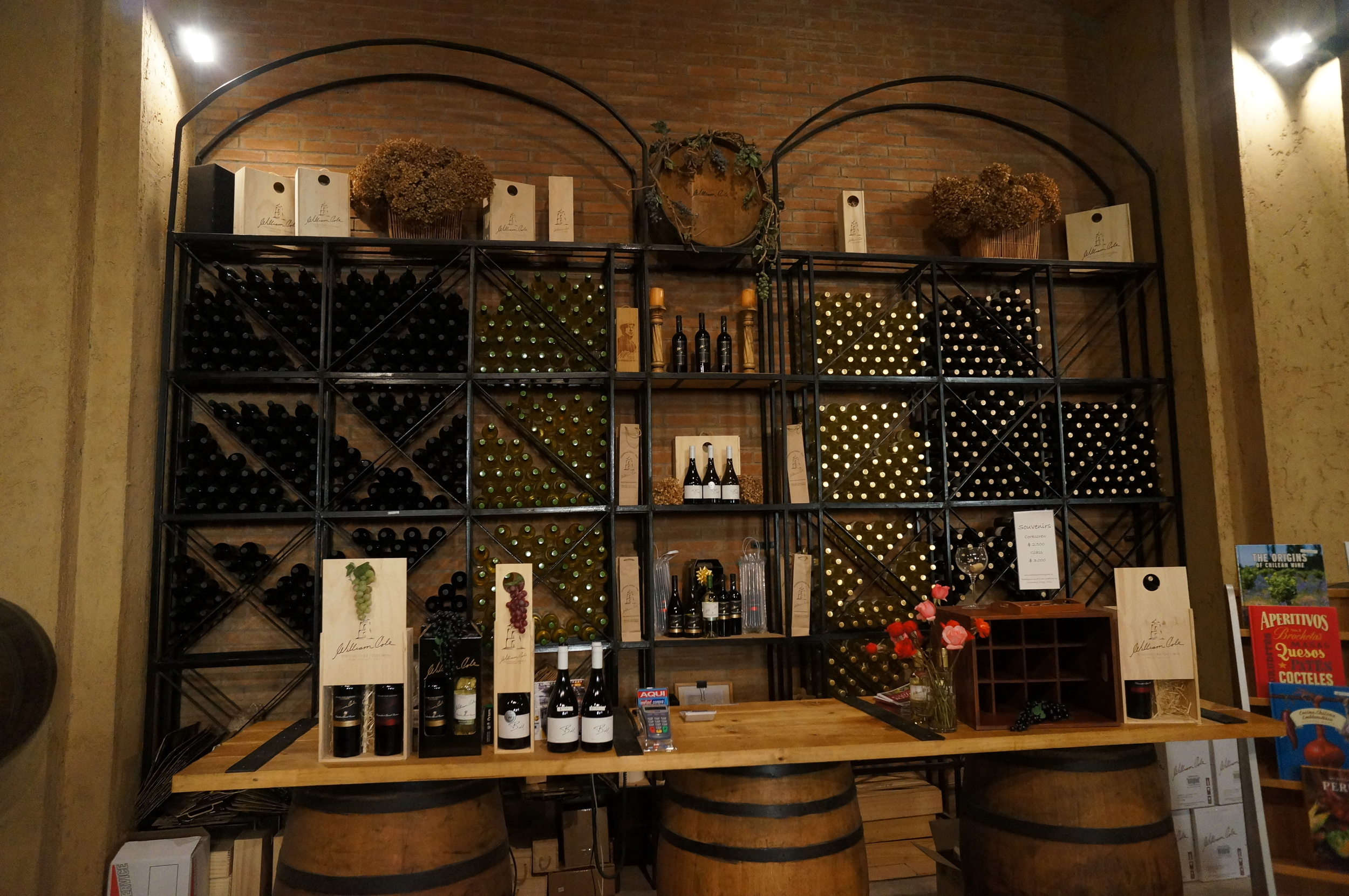 El lugar es muy acogedor e invita a probar los vinos de la bodega.