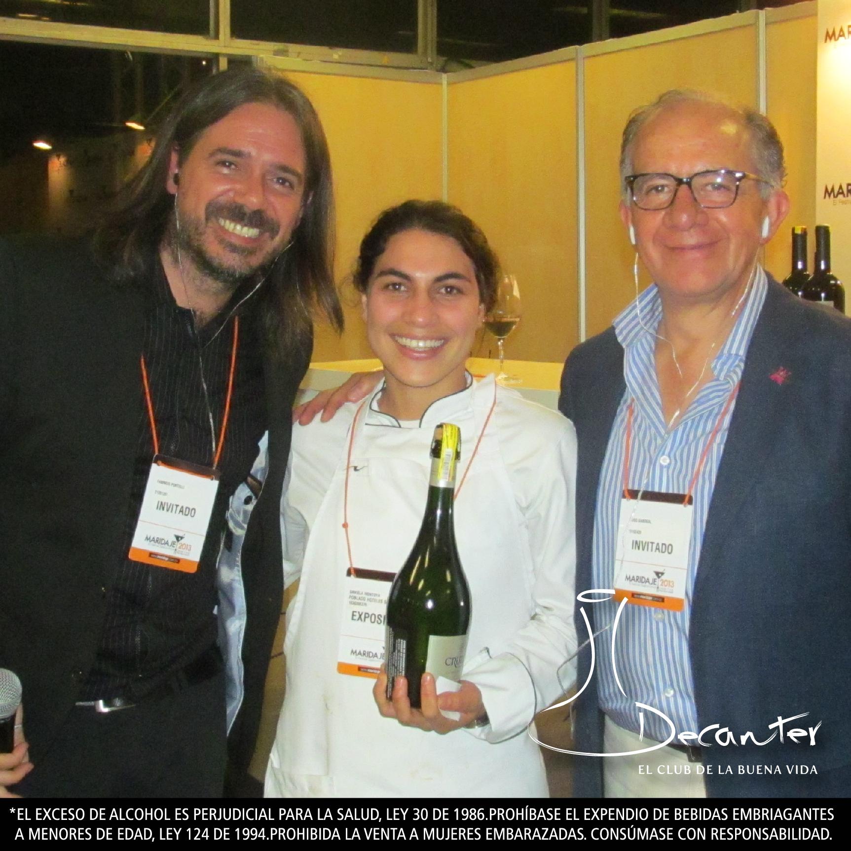 Fabricio Portelli y Hugo Sabogal con la estudiante de cocina que se ganó la botella de Cruzat Nature al final de la cata.