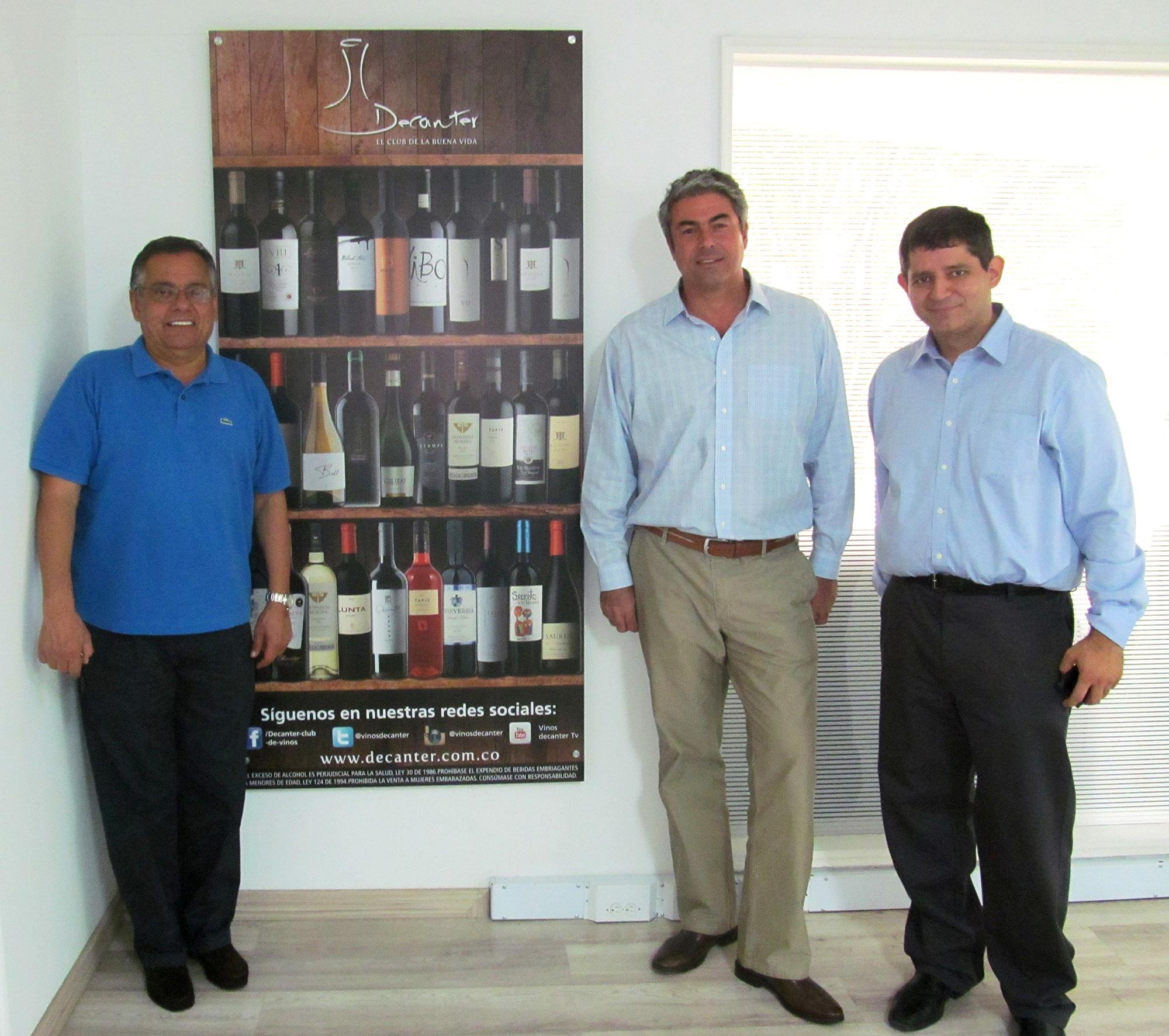 Juan Carlos Novoa, gerente del Club de vinos Decanter, José Miguel Viu y Mauricio Elías de Viu Manent.