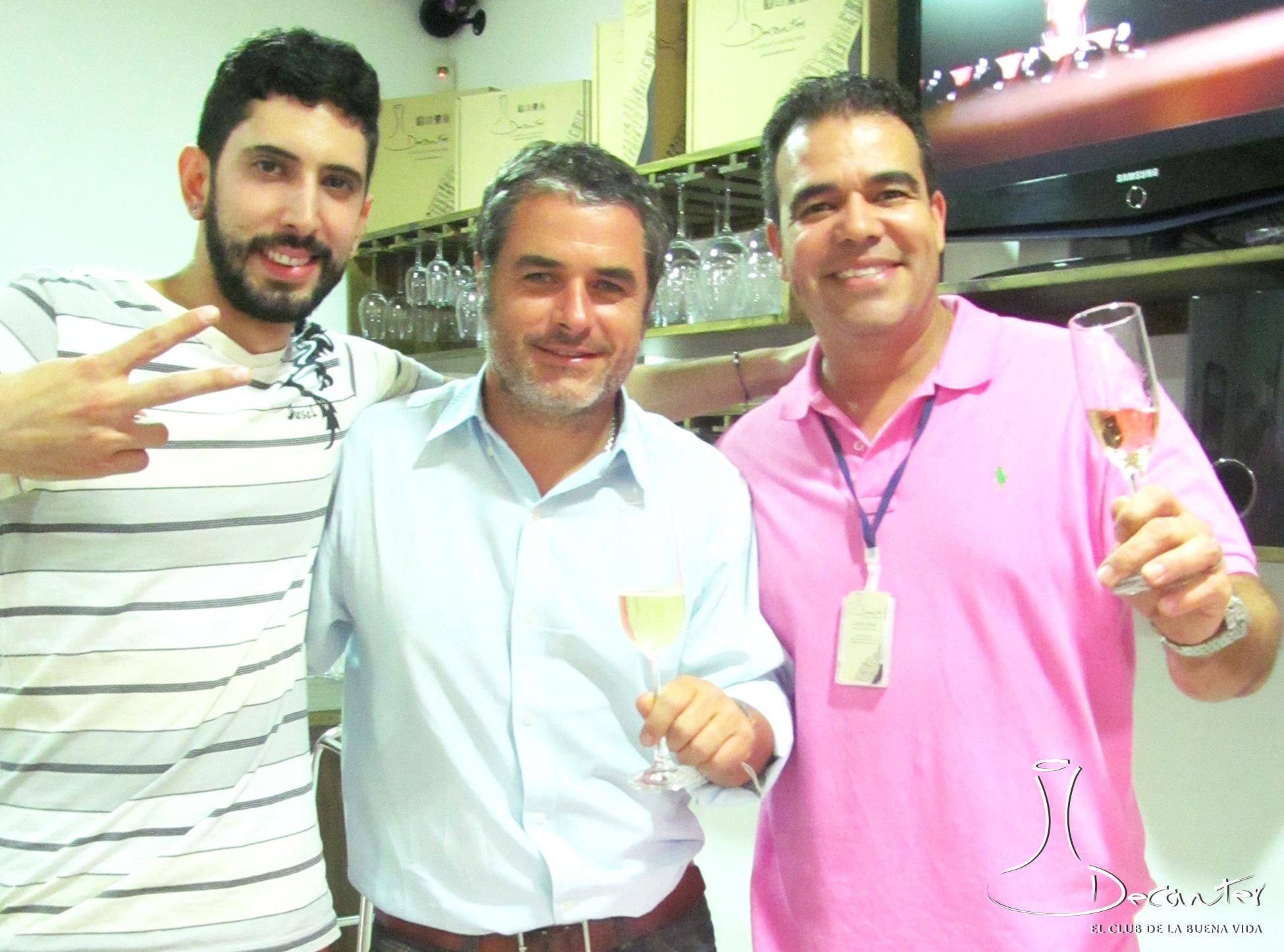 Guillermo Repenning en Decanter Medellín, acompañado por Carlos Abad y Juan Camilo Jaramillo