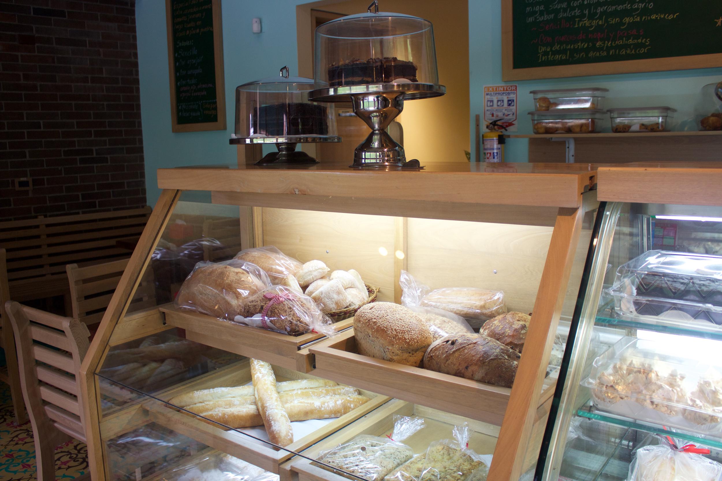La tienda de Eduardo Madrid es ideal para pasar la tarde o trabajar en las mañanas.