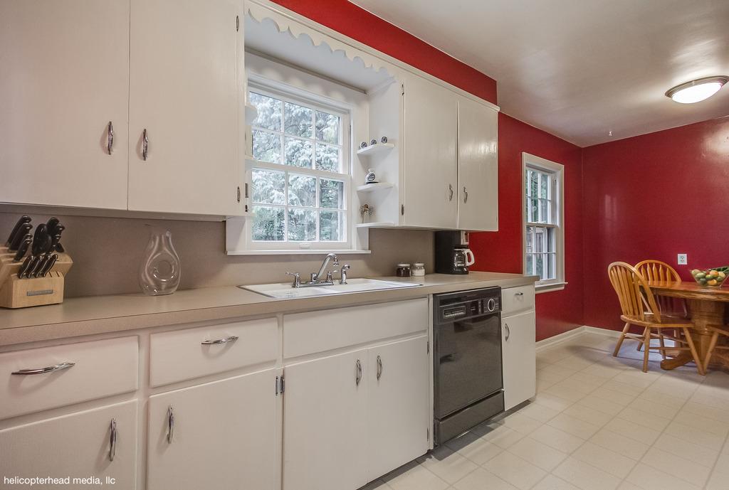 009-kitchen-2.jpg