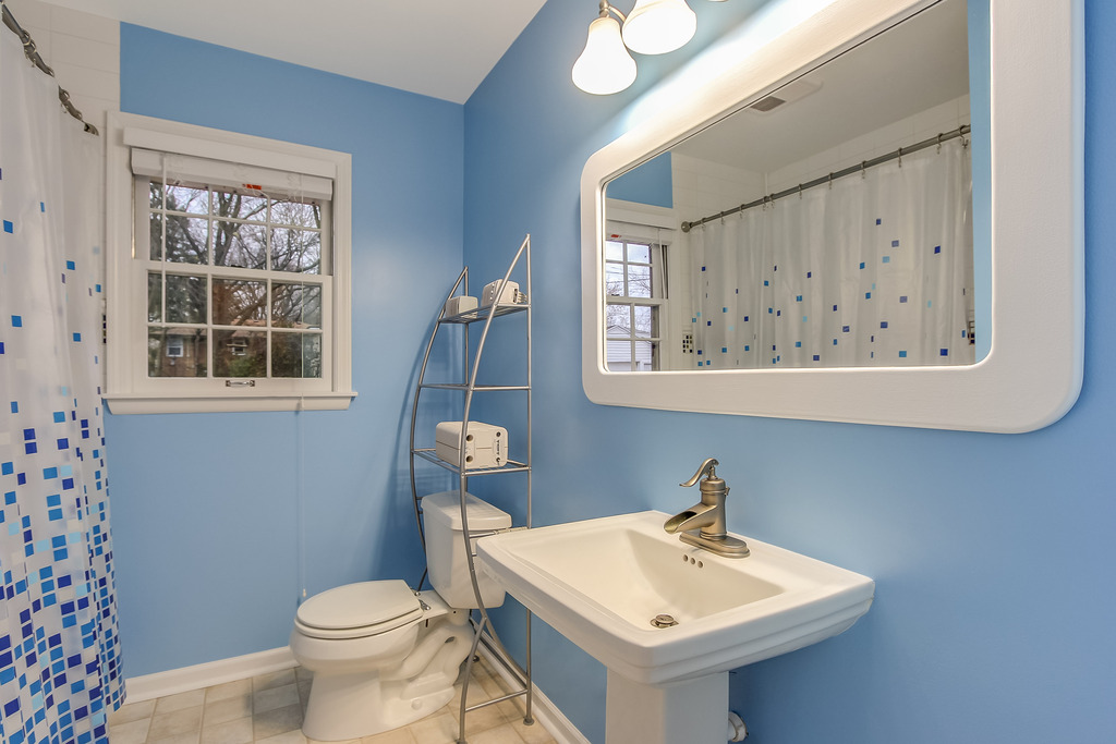 Bright Clean Bathroom of Carlton Home
