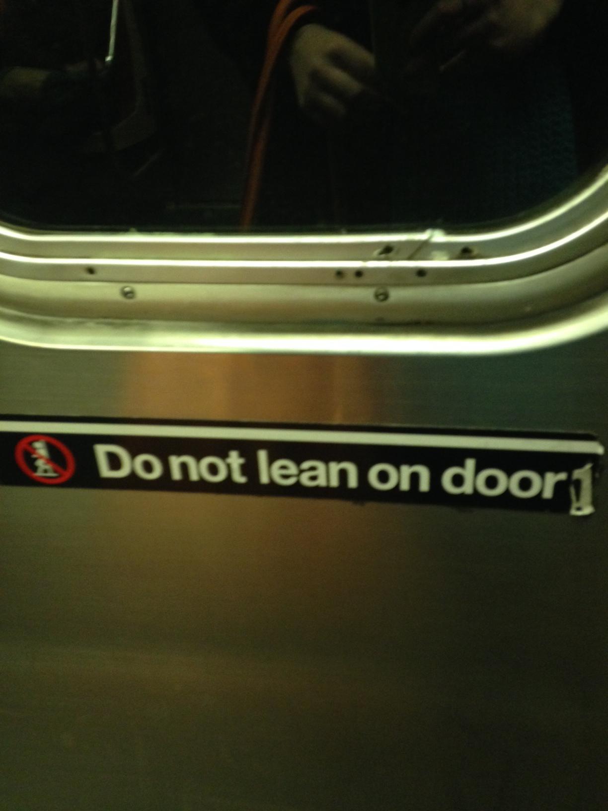Do not lean on door!
