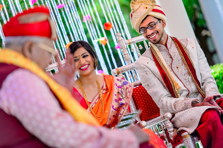 pandit Vilas Those performing Indian Marathi wedding