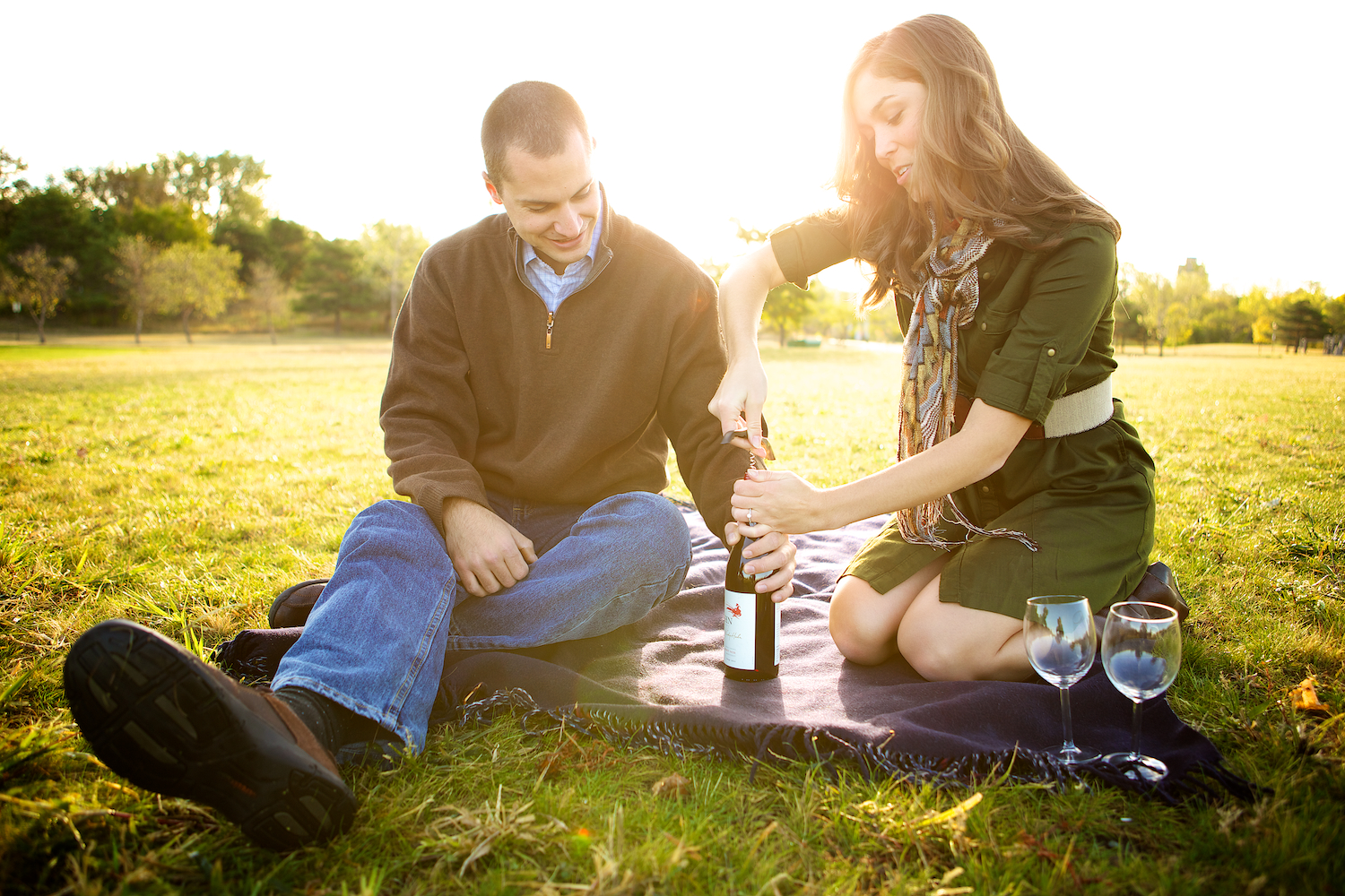 kelsey, taylor, Minneapolis, downtown, Minnesota, blanket, wine, engagement session, faire, boat, woods, nature, wine glasses, wine in the morning, love, engaged