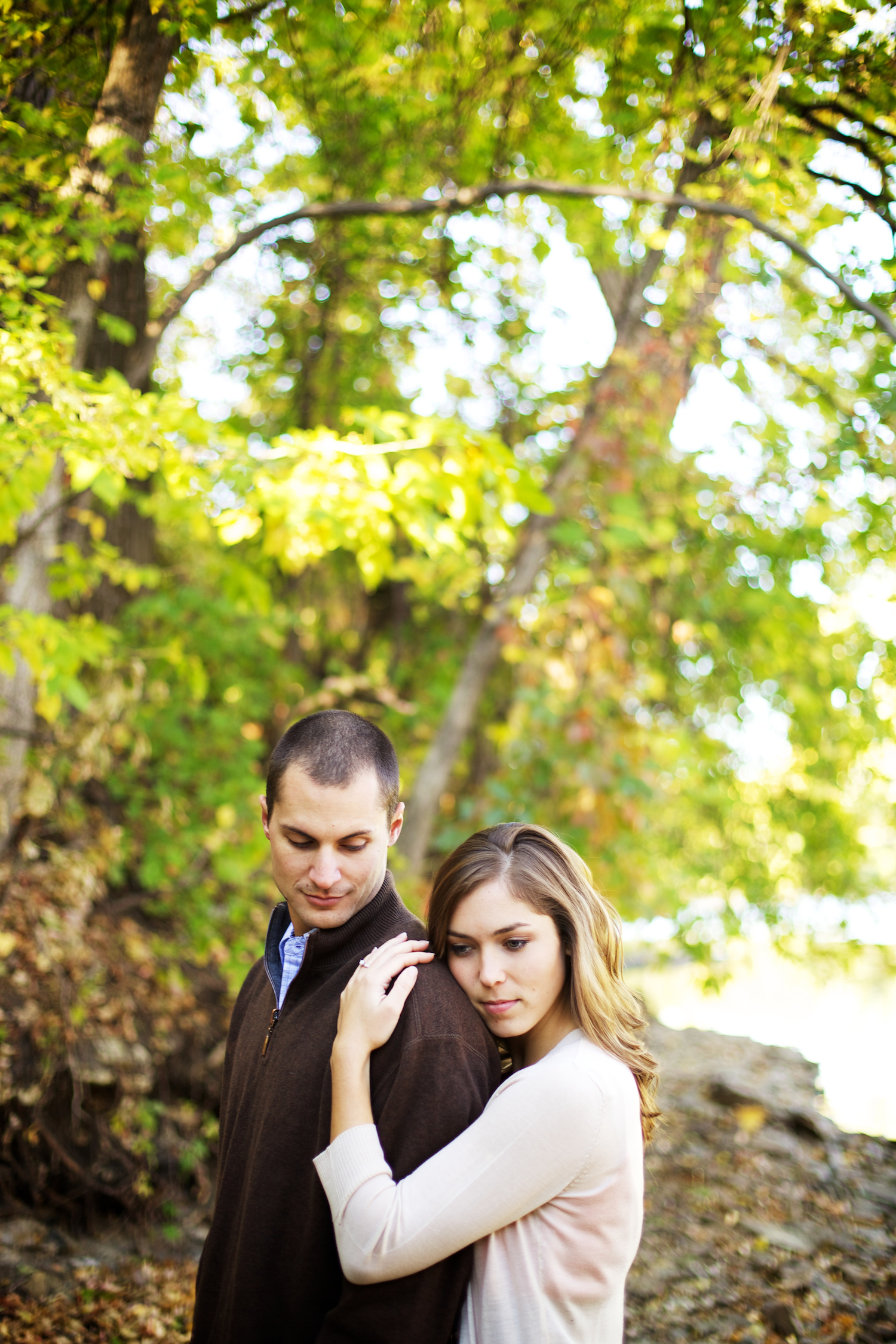 k elsey, taylor, Minneapolis, downtown, Minnesota, blanket, wine, engagement session, faire, boat, woods, nature, wine glasses, wine in the morning, love, engaged
