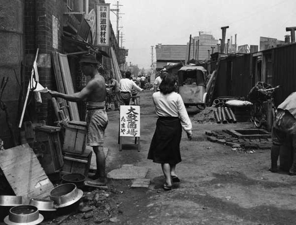 tokyo_slum_woman.jpg