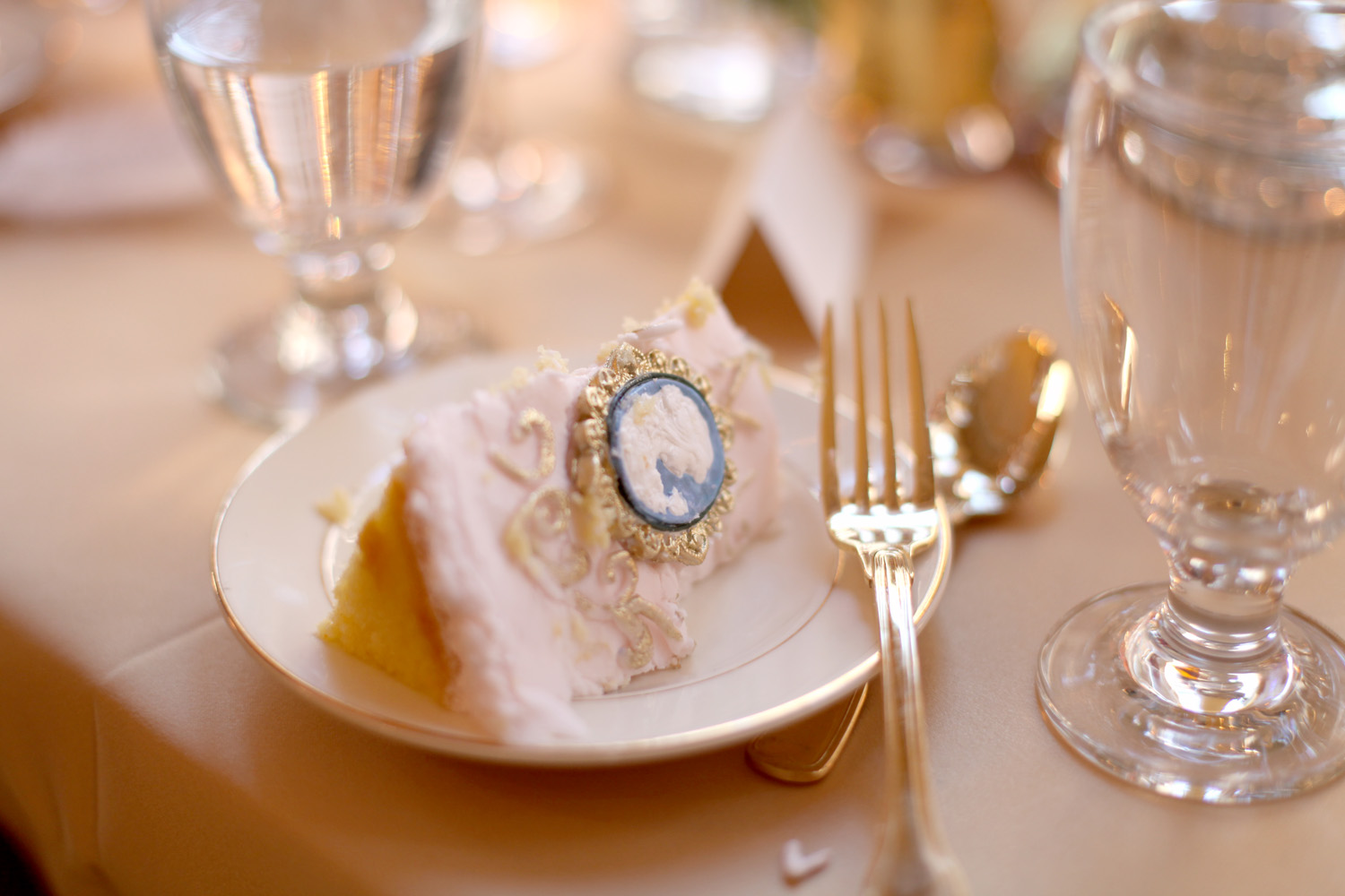Gorgeous details! There was a lovely fondant cameo that was on my slice. I wrapped it in a napkin and took it home to my daughter. ;)
