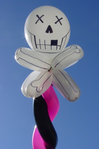 skullncrossbonesballoon_OT.JPG