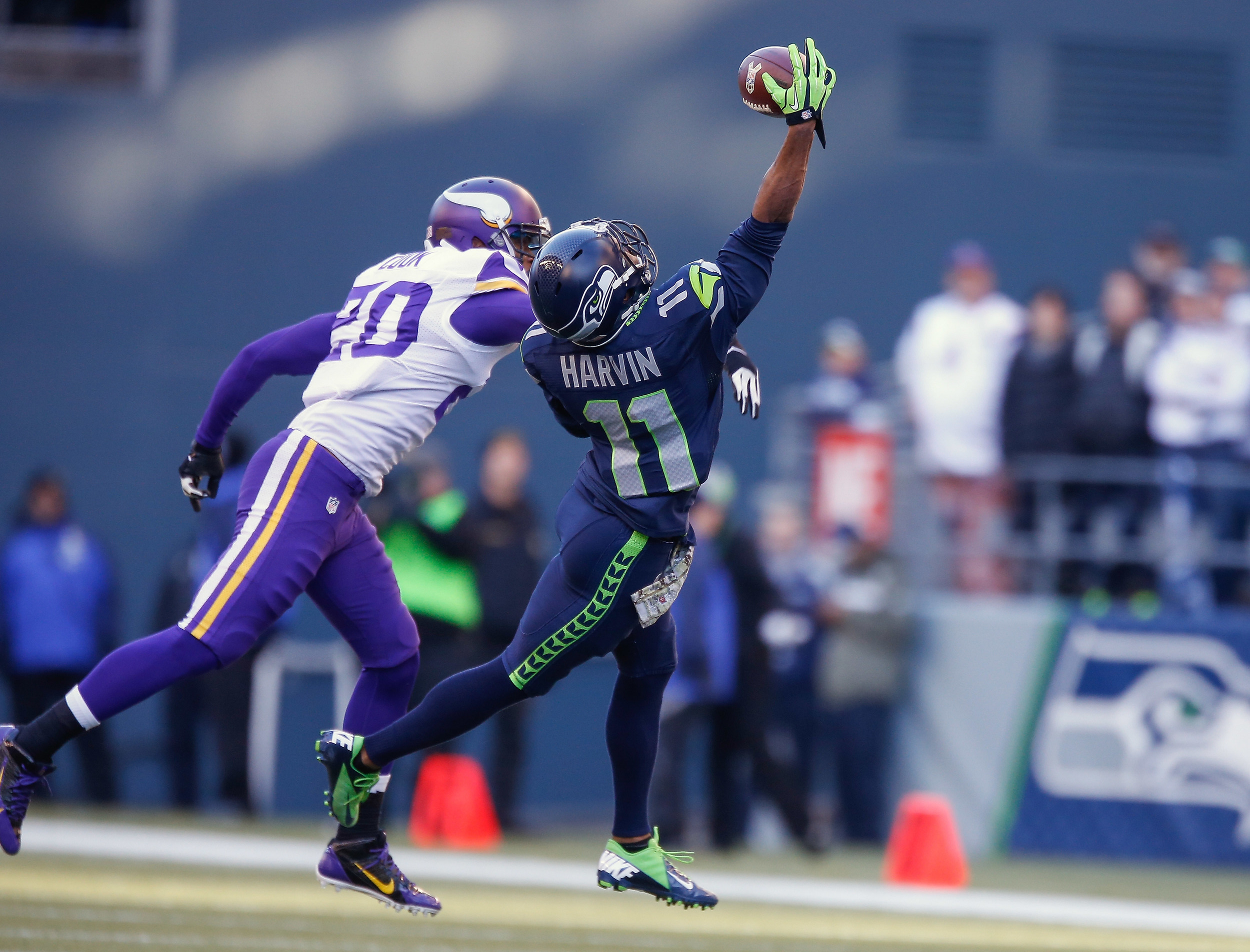 Percy Harvin intercepting the ball when he used to be a hot guy aka on the seahawks.jpg